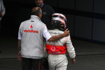 Ron Dennis, Team Principal, McLaren Mercedes, congratulates Fernando Alonso, McLaren MP4-22 Mercedes
