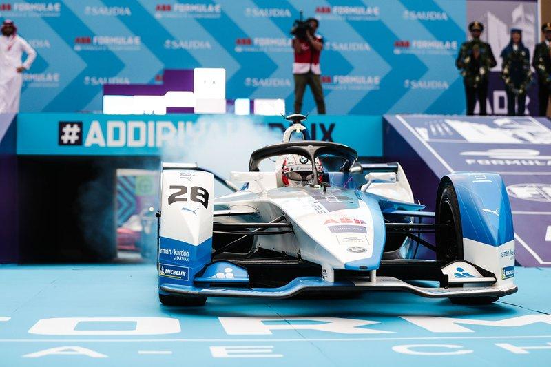 Antonio Félix da Costa, BMW I Andretti Motorsports, BMW iFE.18 se detiene en frente del podio