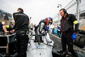 Sébastien Buemi, Nissan e.Dams climbs out of his Nissan IMO1