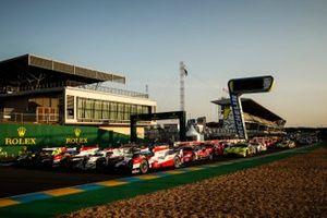 Alle Le Mans-deelnemers op start-finish