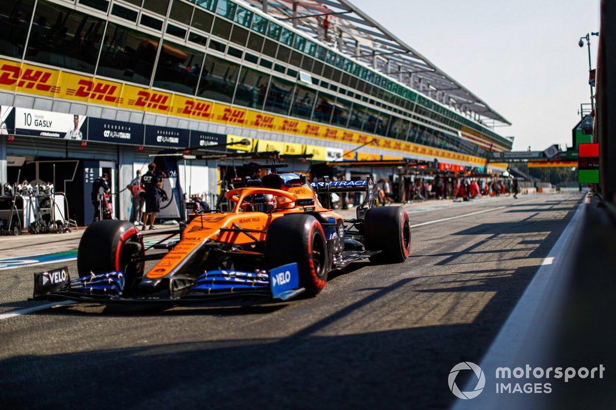 Carlos Sainz Jr., McLaren MCL35, pit lane