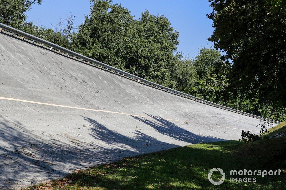 La bancada (curva peraltada) del viejo Monza