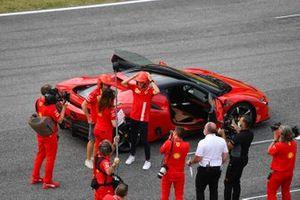 Sebastian Vettel, Ferrari, conduit une SF90 Stradale