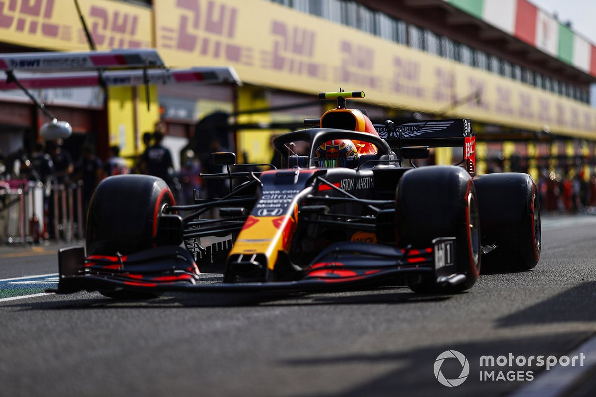 Алекс Элбон, Red Bull Racing RB16, на пит-лейне