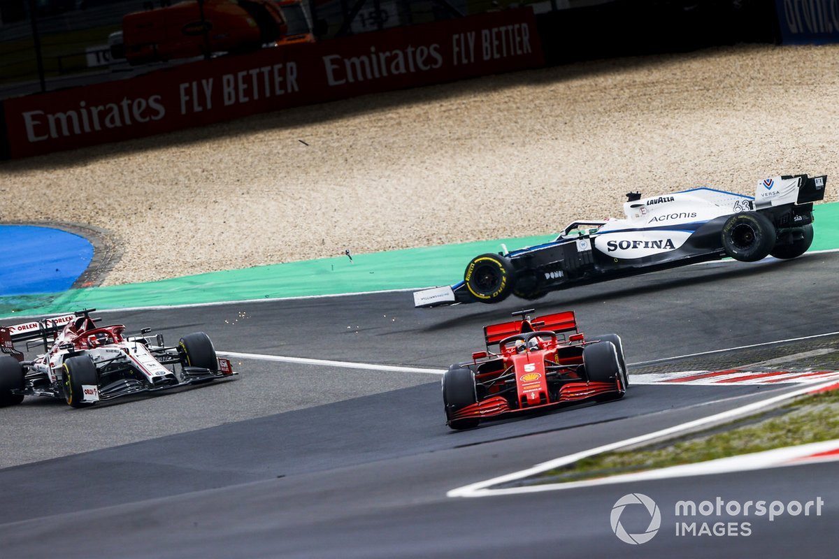 Sebastian Vettel, Ferrari SF1000, Kimi Raikkonen, Alfa Romeo Racing C39 y George Russell, Williams FW43 accidente