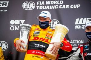 Podio: il vincitore Tom Coronel, Comtoyou DHL Team Audi Sport Audi RS3 LMS
