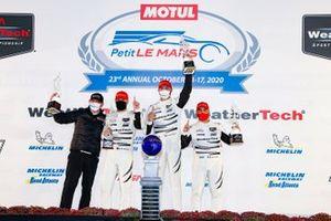 #63 Scuderia Corsa Ferrari 488 GT3, GTD: Cooper MacNeil, Alessandro Balzan, Jeff Westphal, podio