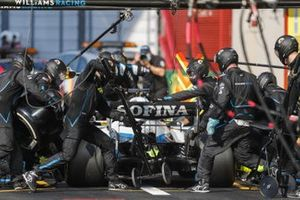 George Russell, Williams FW43, makes a pit stop