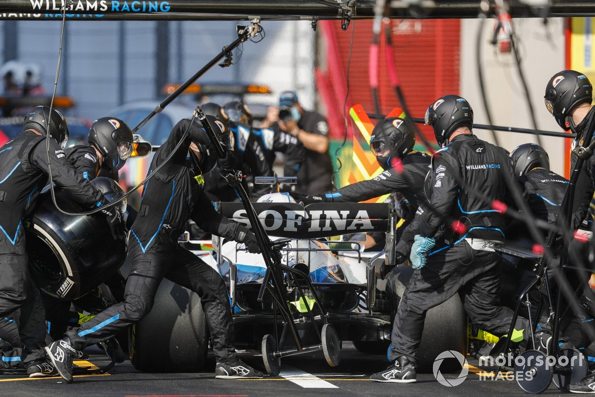 George Russell, Williams FW43, pit stop