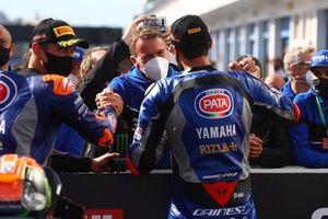 Paul Denning congratulates Toprak Razgatlioglu, Pata Yamaha