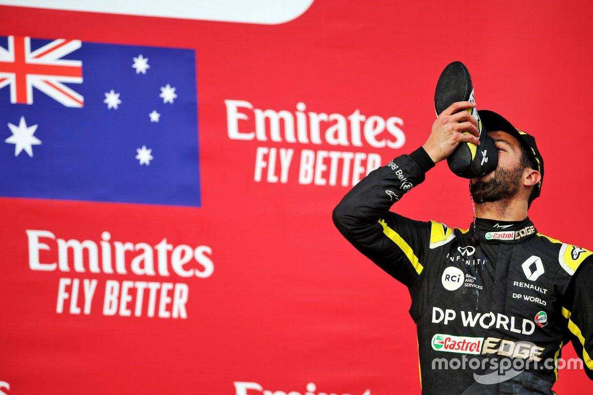Podio: terzo classificato Daniel Ricciardo, Renault F1 Team