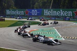 Daniil Kvyat, AlphaTauri AT01, Kimi Raikkonen, Alfa Romeo Racing C39, Charles Leclerc, Ferrari SF1000, and Antonio Giovinazzi, Alfa Romeo Racing C39, at the start