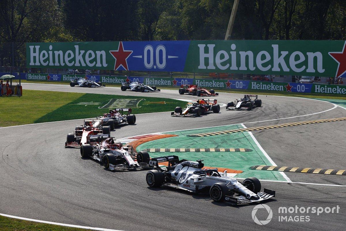 Daniil Kvyat, AlphaTauri AT01, Kimi Raikkonen, Alfa Romeo Racing C39, Charles Leclerc, Ferrari SF1000, Antonio Giovinazzi, Alfa Romeo Racing C39, al inicio