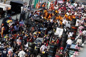 Mechanics in the pit lane