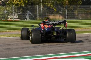 Alex Albon, Red Bull Racing RB16, spins