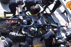 Valtteri Bottas, Mercedes F1 W11, in the pits