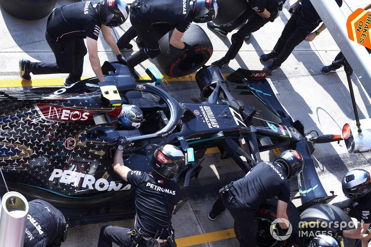 Valtteri Bottas, Mercedes F1 W11, in pitlane