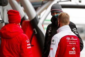 Sebastian Vettel, Ferrari, Mick Schumacher, Alfa Romeo and Toto Wolff, Executive Director (Business), Mercedes AMG