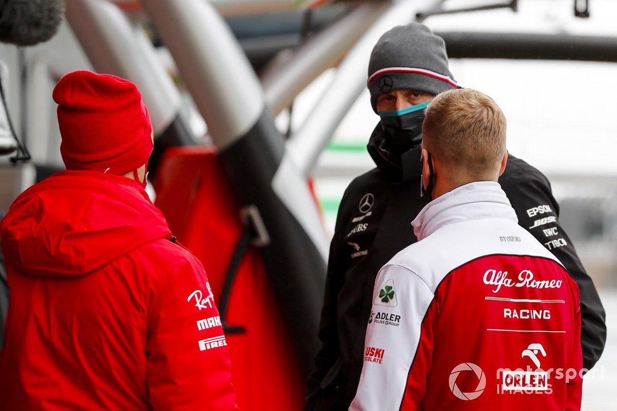 Sebastian Vettel, Ferrari, Mick Schumacher, Alfa Romeo y Toto Wolff, Director Ejecutivo Mercedes AMG