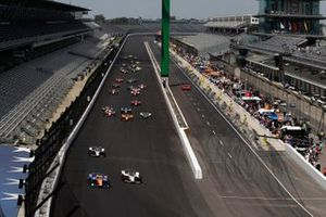 /Scott Dixon, Chip Ganassi Racing Honda, Marco Andretti, Andretti Herta with Marco & Curb-Agajanian Honda lead at the start