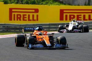 Daniel Ricciardo, McLaren MCL35M, Mick Schumacher, Haas VF-21