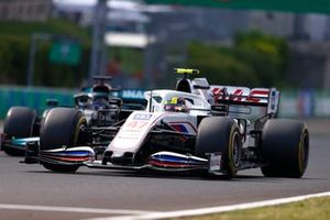 Mick Schumacher, Haas VF-21 , Lewis Hamilton, Mercedes W12