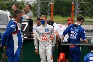 Mick Schumacher, Haas F1, on the grid