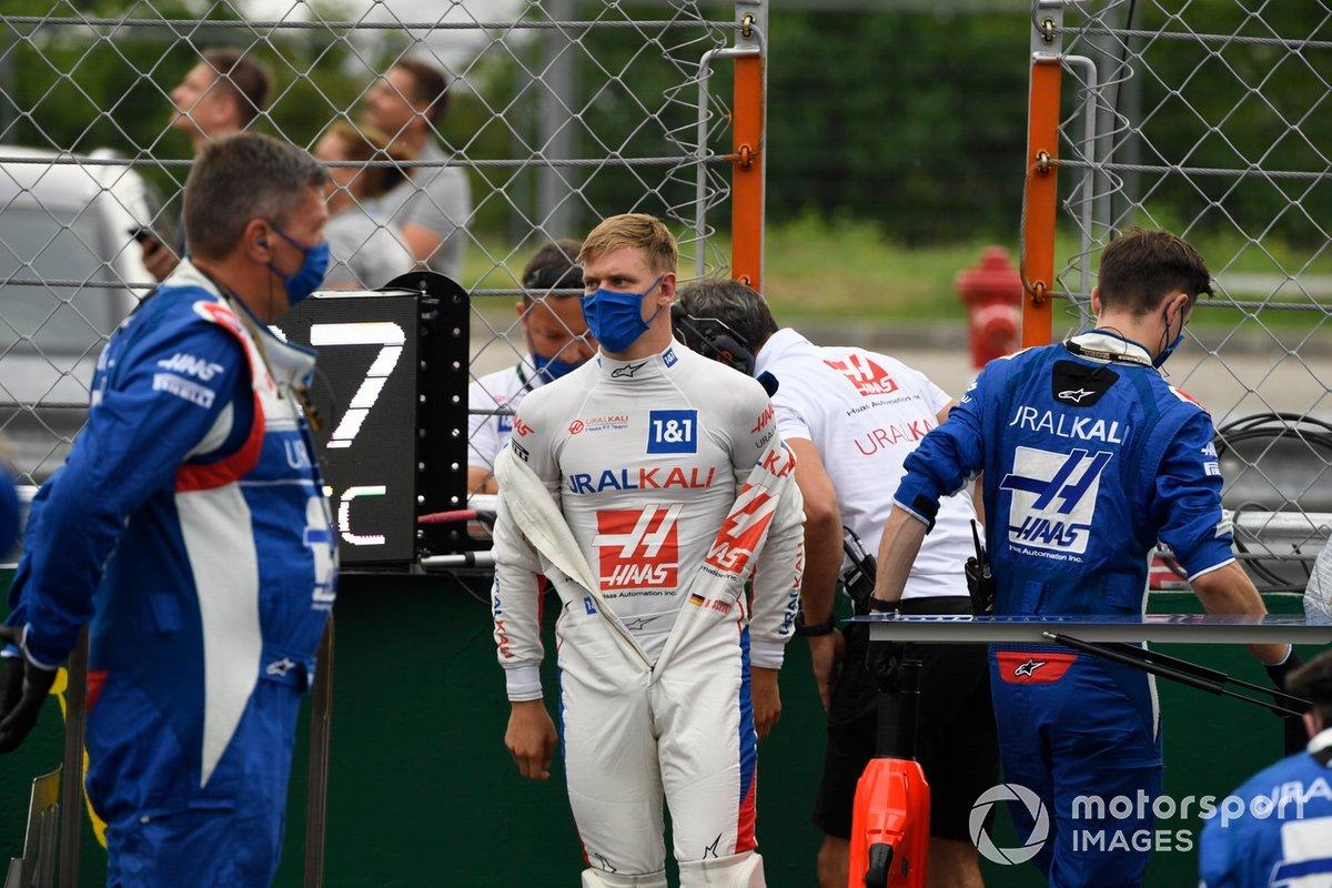 Mick Schumacher, Haas F1, en la parrilla de salida