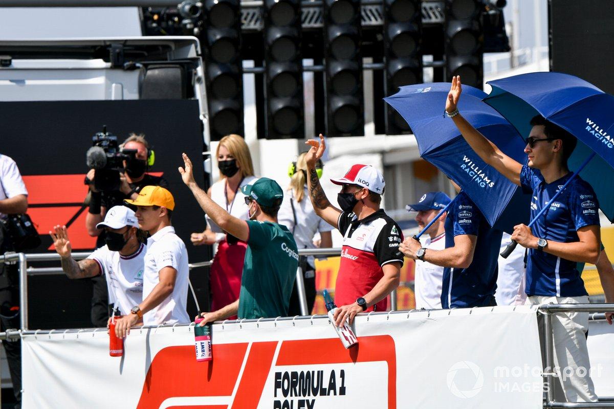 George Russell, Williams, Kimi Raikkonen, Alfa Romeo Racing, Sebastian Vettel, Aston Martin, Lando Norris, McLaren, Lewis Hamilton, Mercedes en el desfile de pilotos