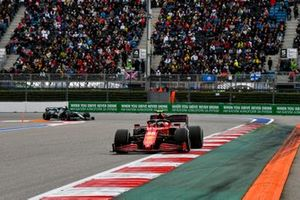 Carlos Sainz Jr., Ferrari SF21, Lance Stroll, Aston Martin AMR21
