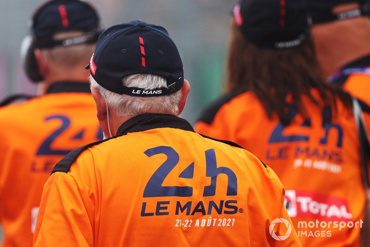 Oficiales de pista de las 24h de Le Mans