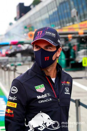 Sergio Perez, Red Bull Racing walks the track