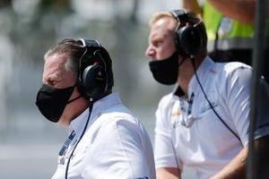 Patricio O'Ward, Arrow McLaren SP Chevrolet, crew members