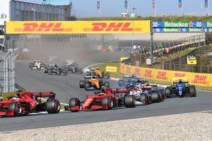 Charles Leclerc, Ferrari SF21, Carlos Sainz Jr., Ferrari SF21, Antonio Giovinazzi, Alfa Romeo Racing C41, Fernando Alonso, Alpine A521, and the remainder of the field at the start