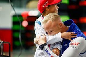 Nikita Mazepin, Haas F1, omhelst een kind