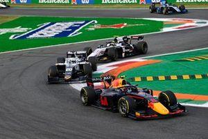 Juri Vips, Hitech Grand Prix, leidt voor Matteo Nannini, Campos Racing, en Theo Pourchaire, ART Grand Prix