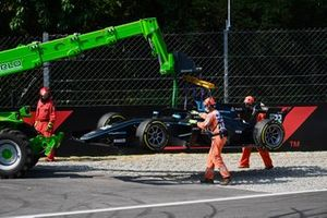 Marshals recover the car of Jake Hughes, HWA Racelab