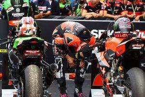 Scott Redding, Aruba.It Racing - Ducati inspecte la moto de Jonathan Rea, Kawasaki Racing Team WorldSBK