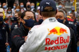 Toyoharu Tanabe, F1 Technical Director, Honda, and Masashi Yamamoto, General Manager, Honda Motorsport, congratulate Max Verstappen, Red Bull Racing, 2nd position, in Parc Ferme