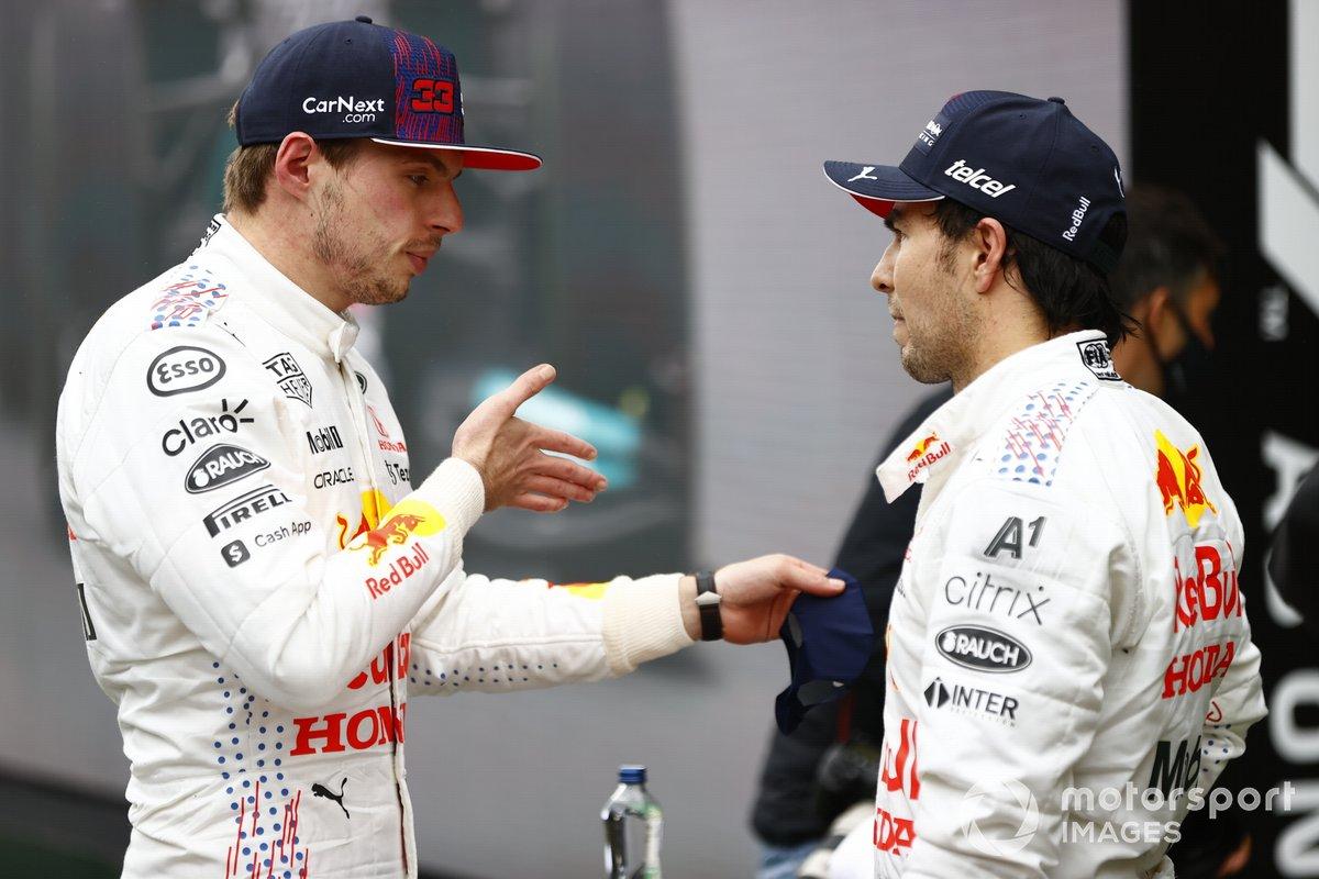 Max Verstappen, Red Bull Racing, 2ª posición, y Sergio Pérez, Red Bull Racing