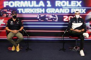 Sergio Perez, Red Bull Racing Pierre Gasly, AlphaTauri op de persconferentie