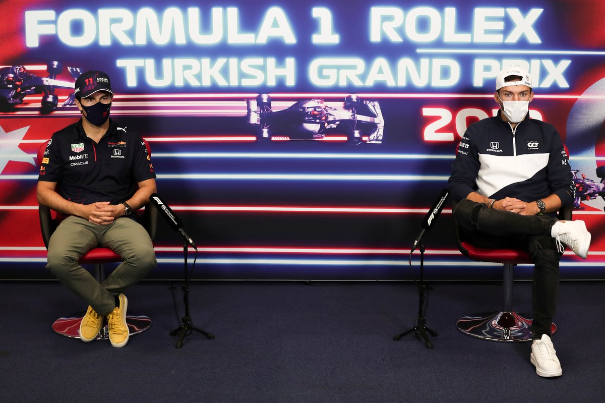 Sergio Pérez, Red Bull Racing y Pierre Gasly, AlphaTauri en la conferencia de prensa