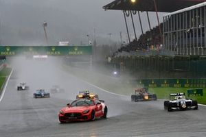 The Mercedes safety-car, Lorenzo Colombo, Campos Racing and Jak Crawford, Hitech Grand Prix
