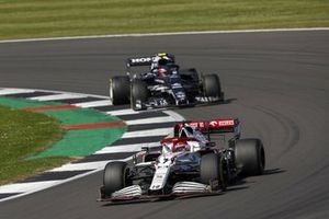 Kimi Raikkonen, Alfa Romeo Racing C41, Pierre Gasly, AlphaTauri AT02