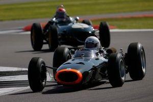 BRM P261 devance une Lotus 16
