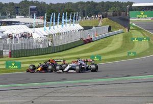 Sergio Perez, Red Bull Racing RB16B, battles with Kimi Raikkonen, Alfa Romeo Racing C41
