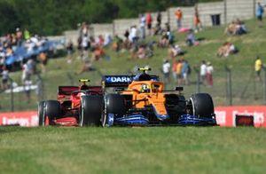 Lando Norris, McLaren MCL35M, Carlos Sainz Jr., Ferrari SF21