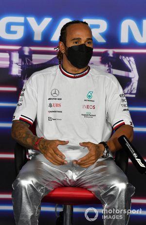 Pole man Lewis Hamilton, Mercedes, in Parc Ferme