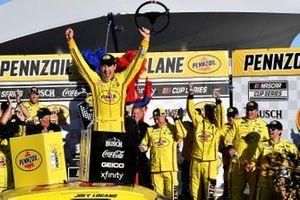 Победитель гонки в Лас-Вегасе Джоуи Логано, Team Penske, Ford Mustang
