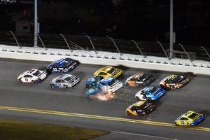 Crash: Ross Chastain, Spire Motorsports, Chevrolet Camaro AdventHealth, Ryan Preece, JTG Daugherty Racing, Chevrolet Camaro Cottonelle
